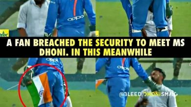 Photo of MS Dhoni save the Indian flag from touching the ground as fan touches his feet