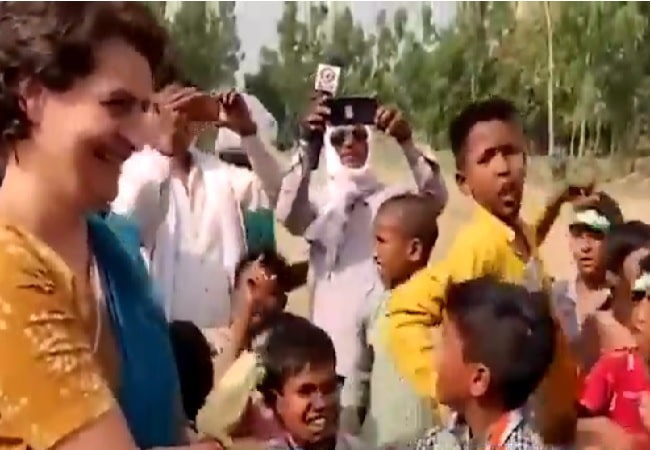 Photo of Children shout abusive slogans for Modi in front of Priyanka Gandhi :  Real or Fake?