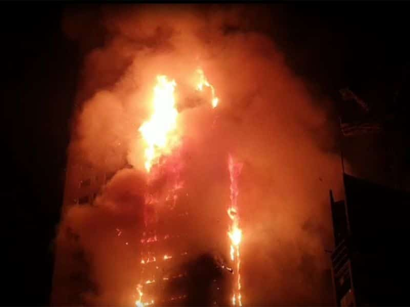 Photo of Massive Fire Break out in Dubai- Sharjah, Several Injured and 250 Families Displaced